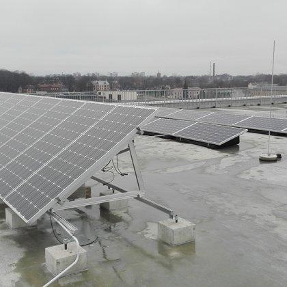 RTU Enerģētikas fakultāte 7kw saules elektro un 3,5kw vēja stacija 2017 gads Solaredge sis